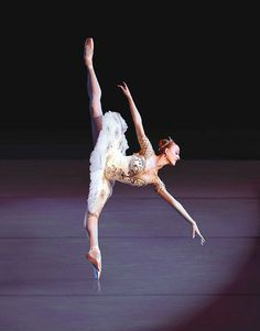 Gillian Murphy, principal dancer with American Ballet Theatre. Shall We Dance, Lets Dance, Gaynor Minden Pointe Shoes, Ballet Photography, Tiny Dancer, Ballet Beautiful, Dance Pictures, Ballet Pictures, Dance Pics