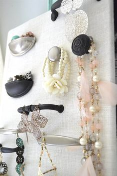 Beautiful DIY Jewelry Organizer: 1 out of 10 Inspiring DIY Jewelry Displays for N . - Beautiful DIY Jewelry Organizer: 1 of 10 Inspiring DIY Jewelry Displays for Reflection, … – - Jewellery Storage, Jewellery Display, Jewelry Organization, Jewelry Tree, Beaded Jewelry, Jewelry Box, Silver Jewelry, Jewelry Stand, Jewelry Chest