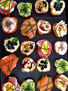 Crostini, an elegant affair… About a fortnight ago, one of the broker assistants at my second job asked me if I could cater a few light snacks for a 'Brokers Open House' of a multi-million dollar beach property in …Elegant Crostini l Hungry B Snacks Für Party, Appetizers For Party, Appetizer Recipes, Party Recipes, Appetizer Ideas, Party Canapes, Party Party, Beach Appetizers, Wedding Canapes