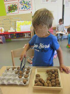 Working on fine motor skills Montessori Toddler, Montessori Activities, Motor Activities, Infant Activities, Activities For Kids, Montessori Practical Life, Gross Motor Skills, Fine Motor, Childcare