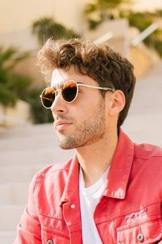 Our Autumn Sunset lenses offer a warm Gray viewing experience, the low hue of Orange and Red flash offers depth with a subtle mirror. Featured in our Douglas frame in Champagne Gold. Men's Sunglasses, Mirrored Sunglasses, Warm Grey, Gray, Fighter Pilot, Life Is An Adventure, Autumn Inspiration, Face Shapes, Gorgeous Hair