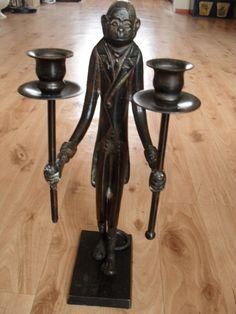 Bougeoir en métal en forme de singe habillé