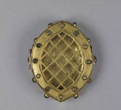 Oval Reliquary, mid 14th century. The Walters Art Museum.