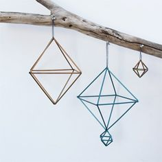 Diy Crafts Ideas DIY: straw himmeli ornaments -Read More – Handmade Ornaments, Diy Christmas Ornaments, Holiday Crafts, Christmas Tree, Blue And White Rings, Diy Projects To Try, Craft Projects, Straw Projects, Straw Decorations