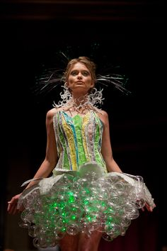 I would like to make an outside dress out of old plastic bottles not glass, and put solar powered garden lights in the skirt part. Weird Fashion, Green Fashion, Fashion Art, Fashion Show, Fashion Design, Fashion Drawings, Recycled Dress, Diy Mode, Fairy Dress