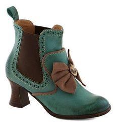 Ankle boot list Steampunk Shoes, Steampunk Fashion, Shoe Boots, Ankle Boots, Shoe Bag, Vintage Boots, Vintage Outfits, Vintage Purses, Cute Shoes
