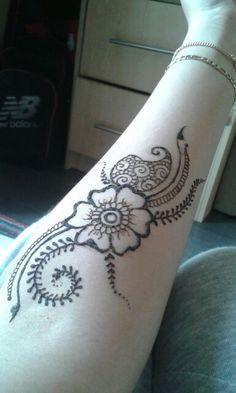 Study doodles . . . ( henna hennatattoo tattoo cuff cufftattoo hennaartist hennapro mehndi myhenna mehandi hennainspiration  hennalookbook hennaideas inspiration ideas lookbook art artist stain)