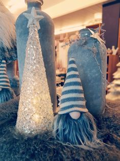 Habt ihr unsere leuchtenden Tannenbäumchen schon entdeckt? 😉⭐🌲 Trees, Light Fixtures, Xmas