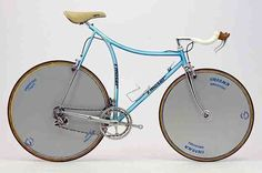 oooh, now that is one fancy old time trial bike. Used by the legend that was http://en.wikipedia.org/wiki/Francesco_Moser