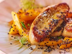 Sautéed foie gras with mango and black sesame: discover the cooking recipes of Actual Woman The MAG - Trend Appetizer Fine Dining 2019 Dinner Party Appetizers, Gourmet Appetizers, Appetizer Recipes, Cooking Recipes, Healthy Recipes, Xmas Food, Sandwiches, Fine Dining, Recipes