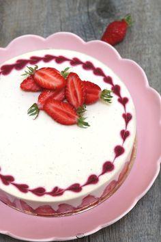 Tiramisu aux fraises façon entremets Strawberry Mousse Cake, Strawberry Cheesecake, Number Cakes, Cake & Co, Just Eat It, Sweet Pastries, Sweet Cakes, Cheesecake Recipes, Amazing Cakes