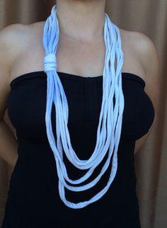 Collar de tela azul por Elbauldelaschuladas en Etsy