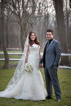Hillary Scott from Lady Antebellum. Her Vera Wang gown is beautiful! Perfection!