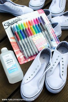If you've ever wondered how to dye shoes, we've got a great project for you that involves drawing on shoes with sharpies. In this DIY Sharpie tie dye shoes tutorial, we experimented with lots of… Sharpie Shoes, Sharpie Tie Dye, Sharpie Art, Sharpie Doodles, Sharpie Designs, Sharpie Projects, Tie Dye Shoes, How To Dye Shoes, White Canvas Shoes
