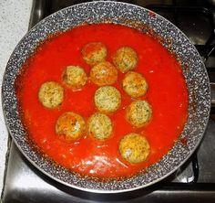 http://nonsolopaneepizza.blogspot.it/2016/06/polpette-di-patate-e-spinaci-al-sugo.html