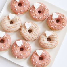 Mini Donuts, Fancy Donuts, Gold Donuts, Cute Donuts, Donuts Donuts, Rosa Desserts, Pink Desserts, Cute Desserts, Donut Pictures