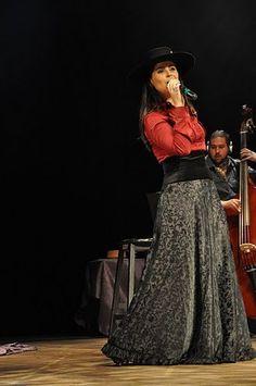 Shana Müller, Rio Grande folklore singer Rio Grande Do Sul, Gaucho, Lace Skirt, Sequin Skirt, Singer, Chic, Womens Fashion, Folklore, Shopping
