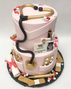 Nursing Graduation Cake complete with handcrafted accessories Cake by: Kristen LoVullo. Nursing Graduation Cakes, Nurse Grad Parties, Nurse Party, Graduation Party Decor, Medical Cake, Doctor Cake, School Cake, Cookies Et Biscuits, Cute Cakes