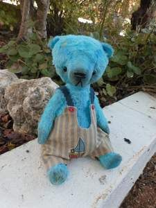 """MANI By Carla Carlotta Bears - MANIBy Carla Carlotta Bears5.5 inches (14 centimeters)- 5.5"""" (14 cm) tall if he is standing - made out of cute Schulte Viscose Fabric - filled with poly filling, some steel shot and much love and hugs - german black glass eyes - 5-Way Disc jointed<b..."""