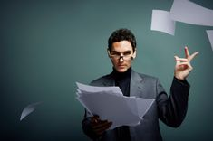 lunes, 1 de octubre de 2012 Vale, conseguiste la entrevista ¿y ahora qué ...? Ese alguien, de entrada, presupone que tu CV es verdadero, que reúnes una buena parte del perfil solicitado en la oferta y quiere mantener un contacto personal contigo para comprobar, conocerte y evaluar si eres la persona idónea para el puesto; su otro objetivo y no menos importante, independientemente de que cumplas el perfil será evaluar si encajas en el equipo ya existente...