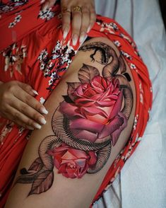 Snake & Roses Hip Tattoo Snake and roses hip tattoo by Antonina Rostra, an artist working i. Hip Tattoos Women, Sexy Tattoos, Unique Tattoos, Body Art Tattoos, Tatoos, Girl Tattoos, Thigh Piece Tattoos, Pieces Tattoo, Rose Tattoo Thigh