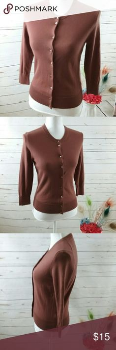 """Ladies JCrew Lightweight Brown Cartigan Sweater This is a ladies Jake through lightweight brown cardigan sweater. It is in good preowned condition sold without claws or stains.  Measures.: Armpit to armpit-16"""" Neck to hem-21"""" Jcrew Sweaters Cardigans"""