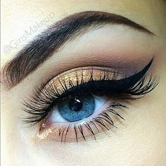 Golden-bronze for blue eyes= gorgeous. This looks like the Urban Decay Naked pallette. Pretty pretty!