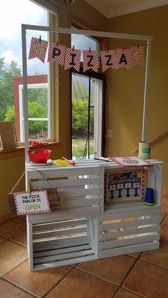 Dramatic Play Themes, Dramatic Play Area, Dramatic Play Centers, Loft Playroom, Kids Restaurants, Kids Market, Preschool Rooms, Pack And Play, Diy Bebe