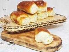 Bułeczki drożdżowe puszyste jak bawełna Polish Recipes, Hot Dog Buns, Baked Goods, Bon Appetit, Sandwiches, Rolls, Food And Drink, Cooking Recipes, Yummy Food