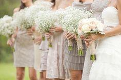 Een echte boho favoriet: gipskruid! Kleine witte of roze bloempjes geven een echte romantische touch aan elk boho trouwboeket of als decoratie.                             …