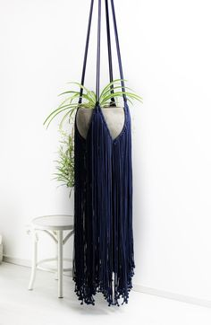 Cool 58 Awesome Macrame Plant Hanging Design Ideas That You Should Try Macrame Art, Macrame Design, Macrame Projects, Macrame Knots, Micro Macrame, Macrame Plant Holder, Plant Holders, Navy Blue Walls, Blue Wall Decor