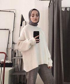 Image may contain: 1 person indoor Tesettür Abiye Modelleri 2020 Modern Hijab Fashion, Muslim Fashion, Minimal Fashion, Modest Fashion, Hijab Casual, Modest Outfits, Chic Outfits, Fashion Outfits, Anime Outfits