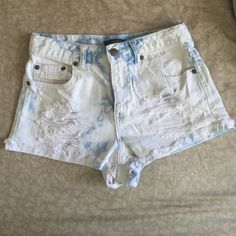 High waisted acid washed denim shorts Only worn a couple times! Perfect condition Forever 21 Shorts Jean Shorts