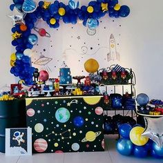Get ready for galaxy party balloon decoration ideas that would leave your speechless. Filled with colors and a theme of galaxy balloon joyrides, you do not want to miss these ideas for your next galaxy-themed birthday party decorations. Space Baby Shower, Baby Girl Shower Themes, Balloon Decorations Party, Birthday Party Decorations, Galaxy Balloons, Space Party, Space Theme, Astronaut Party, 6th Birthday Parties