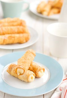 Canutillos filled with pastry cream(in spanish) Sweet Desserts, Just Desserts, Sweet Recipes, Delicious Desserts, Yummy Food, Beignets, Mexican Food Recipes, Dessert Recipes, Easy Sweets