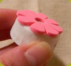 Stick foam shapes onto bottle caps for quick DIY stamps. Stick foam shapes onto bottle caps for quick DIY stamps. Foam Crafts, Paper Crafts, Diy Crafts, Craft Foam, Paper Toys, Paper Art, Sewing Crafts, Stamp Printing, Printing On Fabric