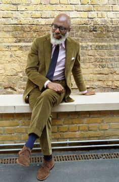 How to wear: olive corduroy blazer, pink vertical striped dress shirt, olive corduroy chinos, brown suede desert boots Brown Corduroy Jacket, Corduroy Blazer, Mens Attire, Mens Suits, Vertical Striped Dress, Moda Men, Look Formal, Gents Fashion, Gentleman Style