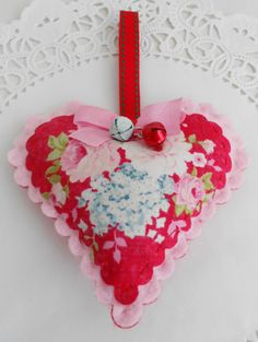 Floral Christmas Heart by picocrafts on Etsy, $6.00