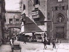 Santa Maria del Mar, barrio de la Ribera, Barcelona. Puerta trasera a la plaza del Borne (puede verse el puente del obispo que conducia hasta la muralla con vistas al mar).