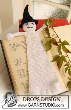 DROPS crochet ghost bookmark for Halloween.