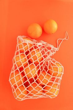 produce bag crochet pattern - Orange bag holding oranges on an orange background Crochet Drawstring Bag, Bag Crochet, Crochet Market Bag, Free Crochet, Orange Bag, Orange Color, Orange Aesthetic, How To Make Toys, Orange Background