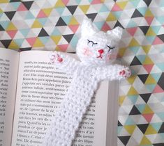 tuto marque-page crochet - Celebrity Couple Marque-pages Au Crochet, Chat Crochet, Crochet Amigurumi, Crochet Books, Crochet Bookmark Pattern, Crochet Dolls Free Patterns, Crochet Bookmarks, Felt Bookmark, Book Markers