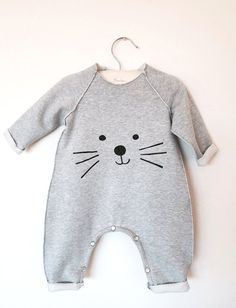Cat Romper or bodysuit Unisex Soft Cotton by chocolatineboutique Baby Boy Fashion, Toddler Fashion, Kids Fashion, Kinder Outfits, Baby Couture, Baby Cats, Baby Born, Baby Sewing, Baby Suit