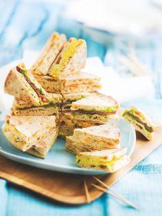 Mini-sandwiches : #saumon fumé-moutarde-aneth, noix de #jambon séchée-basilic, #fromage de brebis-concombre-menthe, #œuf mimosa-ciboulette