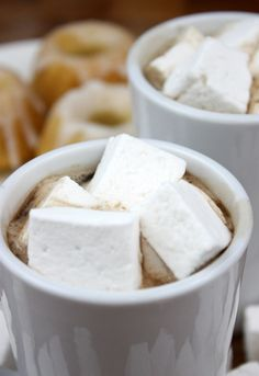 how to make homemade marshmallows!!!!!!!!!!!!!! MAKE SURE U HAVE ENOUGH MELLOW OR YOU'LL BE IN A STICKY SITUATION!!