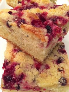 Discover recipes, home ideas, style inspiration and other ideas to try. Blueberry Crumble Cake, Savory Pastry, Something Sweet, Bon Appetit, Banana Bread, French Toast, Food And Drink, Breakfast, Desserts