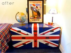 Another UNION JACK dresser... this one almost looks like a truck, which is ANOTHER thing I'd like to paint this on, lol
