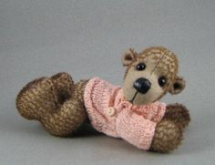 Artist designed mohair, jointed bear with apricot handknitted jersey. www.facebook.com/bearsbytracey www.bearsbytracey.com
