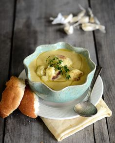 It's really hard not to drool over this Roasted Cauliflower & Garlic Soup!