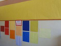 Espace affichage arts pla : derrière le coin regroupement et mis en valeur.